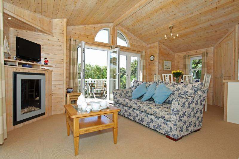 4 The Towans located in St. Merryn, Cornwall - Image 1 - Padstow - rentals