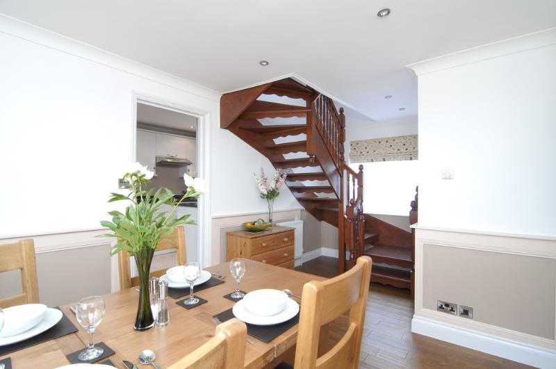 Shiloh Cottage located in Wootton Bridge, Isle Of Wight - Image 1 - Ryde - rentals