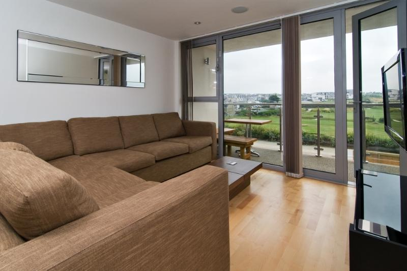 23 Zinc located in Newquay, Cornwall - Image 1 - Newquay - rentals