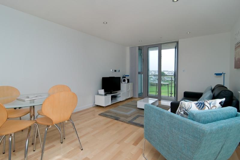 32 Zinc located in Newquay, Cornwall - Image 1 - Newquay - rentals