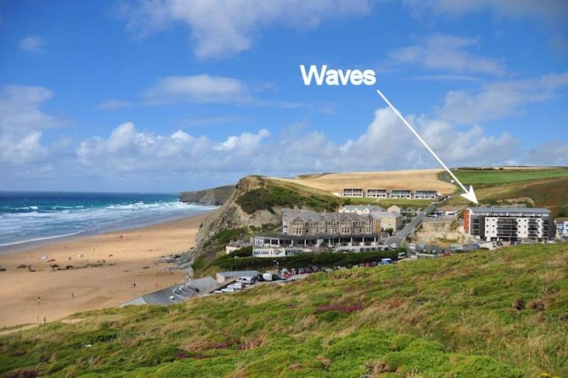 30 Waves located in Watergate Bay, Cornwall - Image 1 - Mawgan Porth - rentals