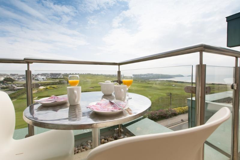 Penthouse 50 Zinc located in Newquay, Cornwall - Image 1 - Newquay - rentals