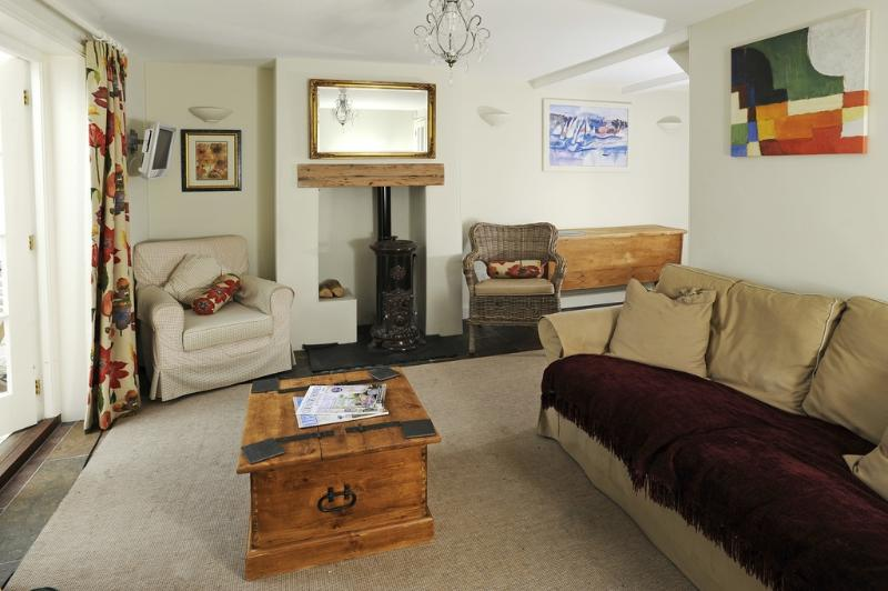 Whitestones located in Weymouth, Dorset - Image 1 - Weymouth - rentals