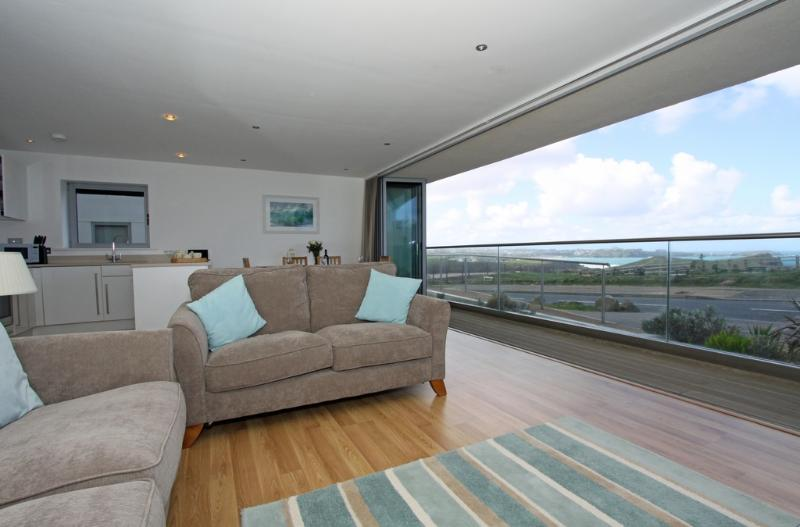 18 Zenith located in Newquay, Cornwall - Image 1 - Newquay - rentals