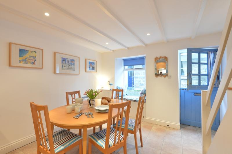 Zig Zag, St Ives located in St Ives, Cornwall - Image 1 - Saint Ives - rentals