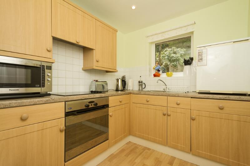 Fern Cottage located in Charmouth, Dorset - Image 1 - Bridport - rentals