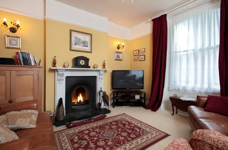 Lavender Cottage located in Sutton Poyntz, Dorset - Image 1 - Weymouth - rentals