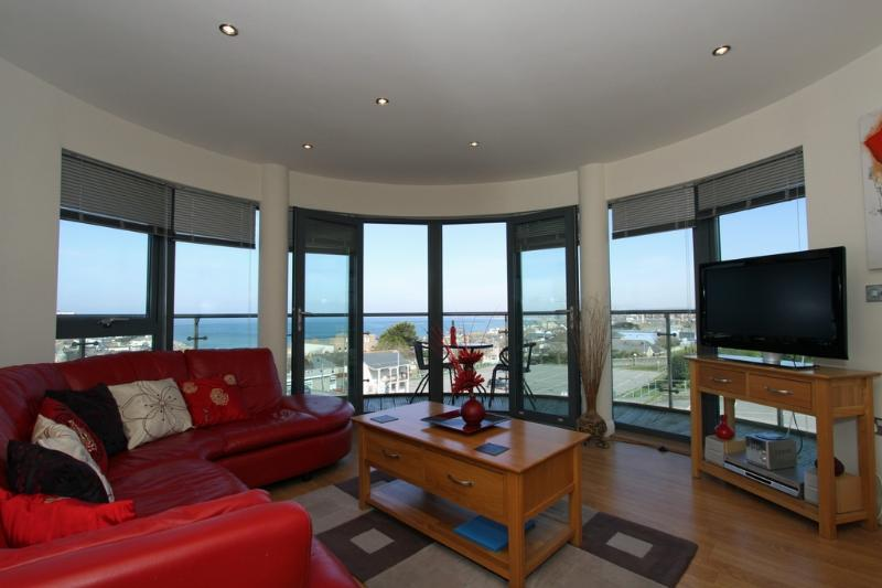 4 Horizons located in Newquay, Cornwall - Image 1 - Newquay - rentals