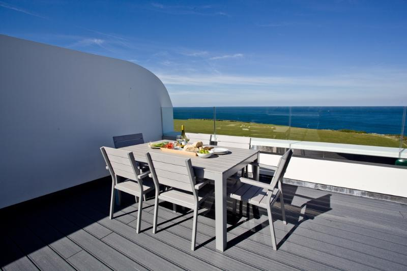 Crest@64 located in Newquay, Cornwall - Image 1 - Newquay - rentals
