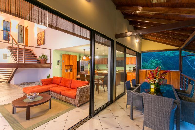 In door / Outdoor living with jungle views - Casa Vista Reyes - Pool - Mountain view -sleeps 6 - Manuel Antonio National Park - rentals