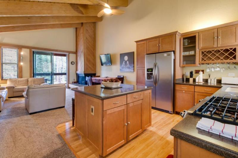 Cozy mountain home with shared pool, hot tub, & free bus to slopes! - Image 1 - Northstar - rentals