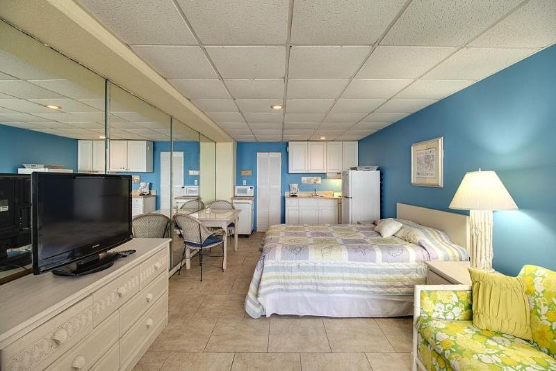 Oceanfront studio w/ indoor pool and private beach - beautiful ocean views! - Image 1 - Panama City Beach - rentals