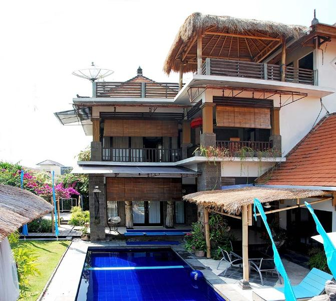 POOL FENCE if needed. Request on Booking..LARGE 3 Bedroom Villa with 3 Levels of Living and Entert - WoW... POOL FENCE, YES or NO......  DISCOUNT  SPECIAL RATES - Sanur - rentals