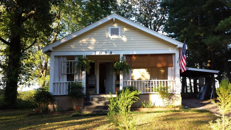 Adorable Maplewood Cottage , 1 mile to Ruby Falls - Image 1 - Chattanooga - rentals