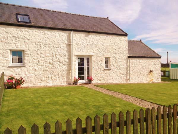 THE STABLE, semi-detached, parking, enclosed garden, paddock with swingball, in Cilan, Ref 928081 - Image 1 - Cilan Uchaf - rentals