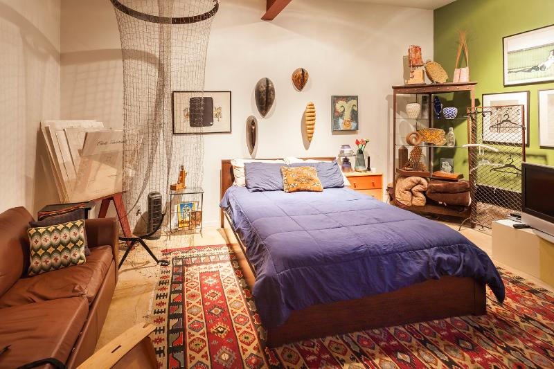 The Master Bedroom-queen size real bed - ART FILLED APARTMENT WITH GARDEN AWAITS YOU IN SF! - San Francisco - rentals