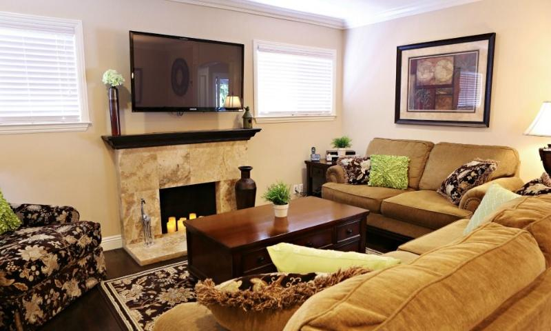 Family Room - Destination #12 by Anaheim Vacation House - Anaheim - rentals