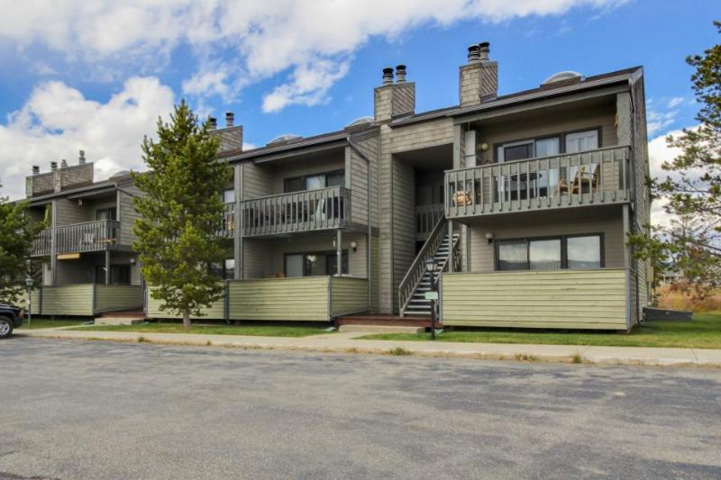 Stylish mountain condo w/shared pool, hot tub & balcony! - Image 1 - Fraser - rentals