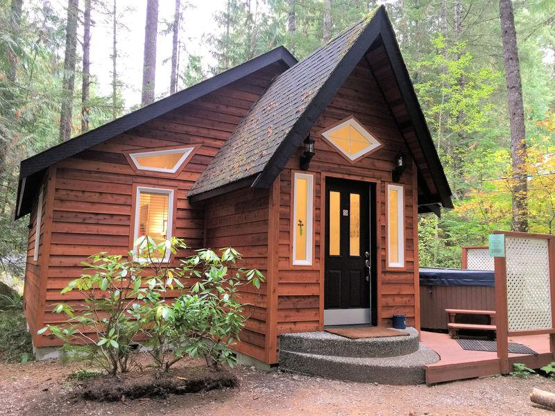 The front of Cabin #16 - 16GS Pet Friendly Cabin with a Private Hot Tub and WiFi - Glacier - rentals