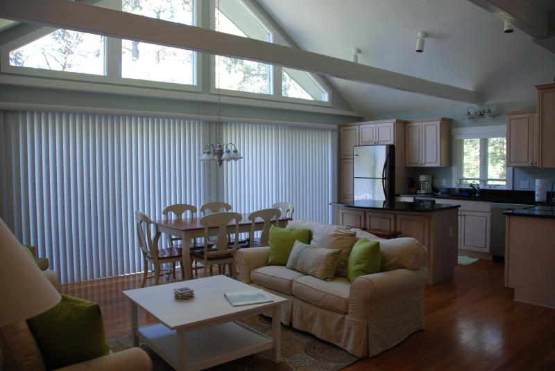 Beautiful Katama Edgartown 4 BR Retreat Central AC - Image 1 - Edgartown - rentals