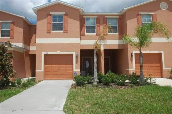 Upscale 3 Bedroom 2.5 Bathroom Townhome. 226SW - Image 1 - Orlando - rentals