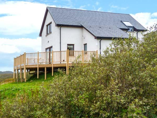 TORR SOLAIS COTTAGE, detached, woodburner, decked balcony, pet-friendly, sea and mountain views, in Kilchoan, Ref 928878 - Image 1 - Kilchoan - rentals