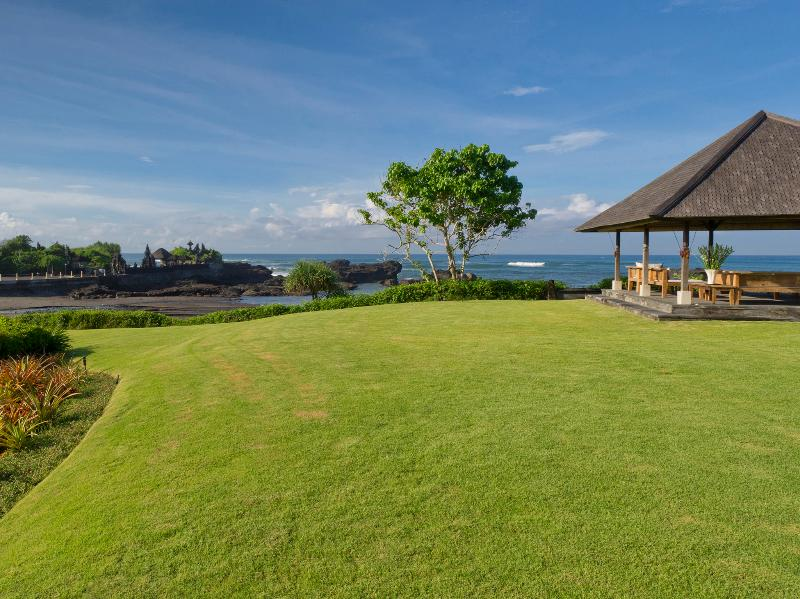 Ombak Laut - Rolling lawns and seaside bale - Ombak Laut - an elite haven - Tanah Lot - rentals