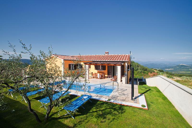 Beautiful 4 bedroom villa with private pool and amazing view over the Mirna valley - Image 1 - Vizinada - rentals