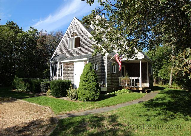 SWEET, CLEAN AND BRIGHT CAPE WITH LOVELY DECK OVERLOOKING GRASSY YARD - Image 1 - Edgartown - rentals