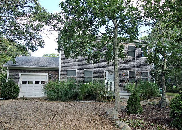 VINEYARD COLONIAL WITH GREAT BACKYARD WHICH INCLUDES A VOLLEYBALL COURT - Image 1 - Edgartown - rentals