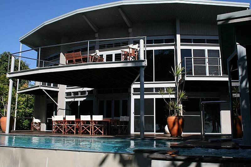 Absolute Beach House - Image 1 - Newell Beach - rentals