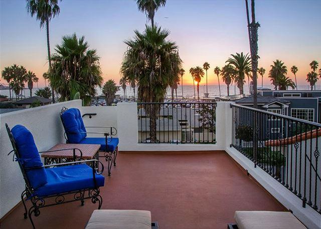 Welcome to Hacienda By The Sea with a roof top deck with exquisite sunset and ocean views. - Steps to La Jolla Shores Beach - Spanish Hacienda w/ oceanview rooftop deck! - La Jolla - rentals