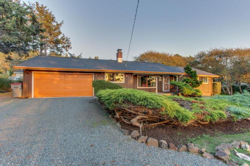 Cozy getaway close to beach w/partial ocean & sunset views and a huge yard! - Image 1 - Cannon Beach - rentals