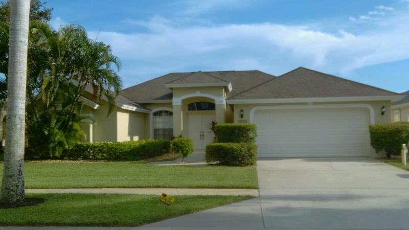 Front view - Stunning : S / Facing Solar Pool & Lake View. - Naples - rentals
