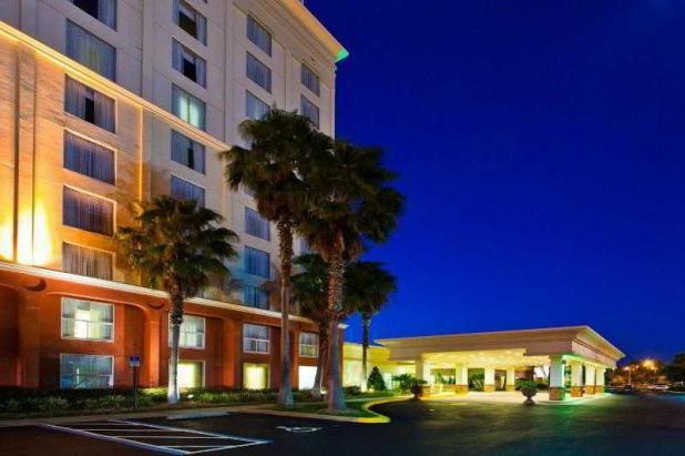 Hotel View - Holiday Inn & Suites Across from Universal Studios - Orlando - rentals