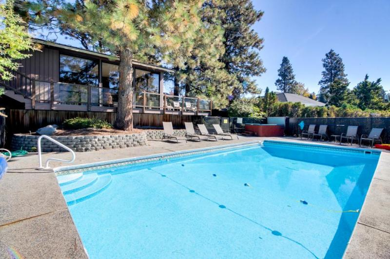 Lakeview home for 12 w/ pool, basketball court, & hot tub - Image 1 - Manson - rentals