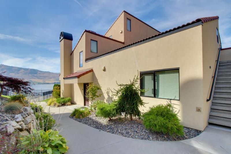 Ground-floor, lakefront condo - pools, hot tubs, dock, lake views, and more! - Image 1 - Chelan - rentals
