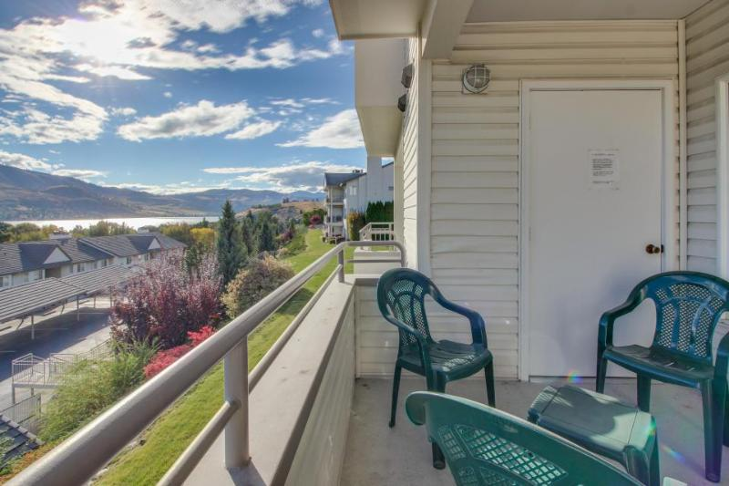 Second-floor condo w/shared pool/hot tub & partial lake views - walk to town! - Image 1 - Chelan - rentals