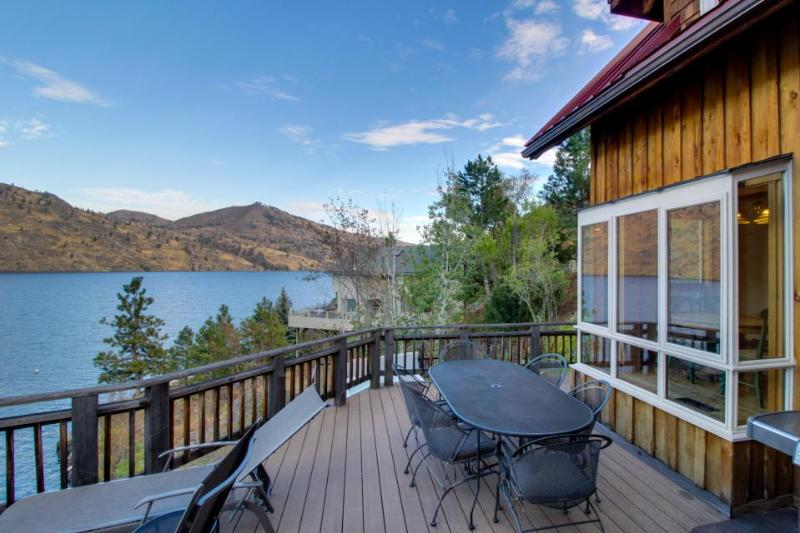 Lovely home on lakefront w/ private hot tub & dazzling Lake Chelan views! - Image 1 - Manson - rentals
