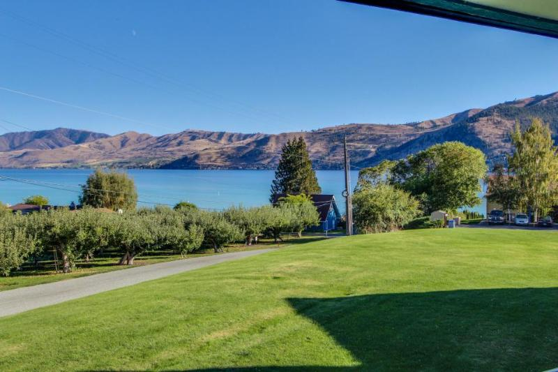 Lakefront townhome with fireplace, private hot tub, and shared pool! - Image 1 - Manson - rentals