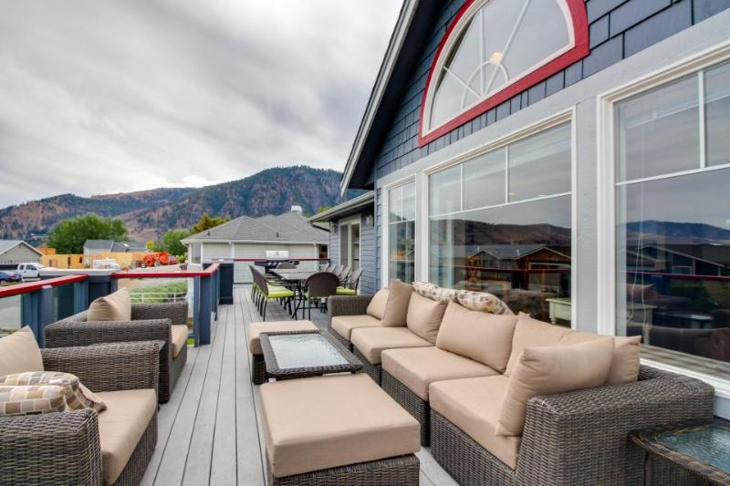 Modern and spacious home near Lake Chelan w/ private hot tub & shared pool! - Image 1 - Manson - rentals
