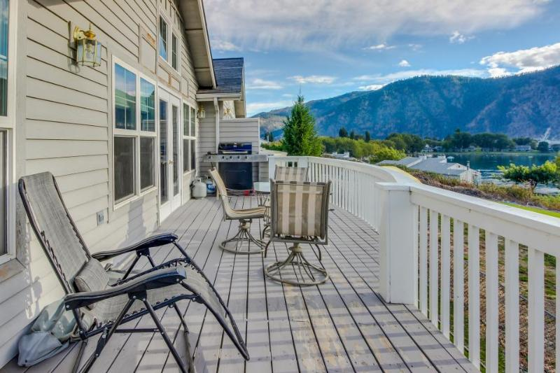 Casual getaway w/shared pool 2 blocks from Lake Chelan! - Image 1 - Manson - rentals