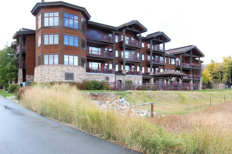 Luxury mountain condo on lakefront w/ beautiful views, shared hot tub & more! - Image 1 - Frisco - rentals