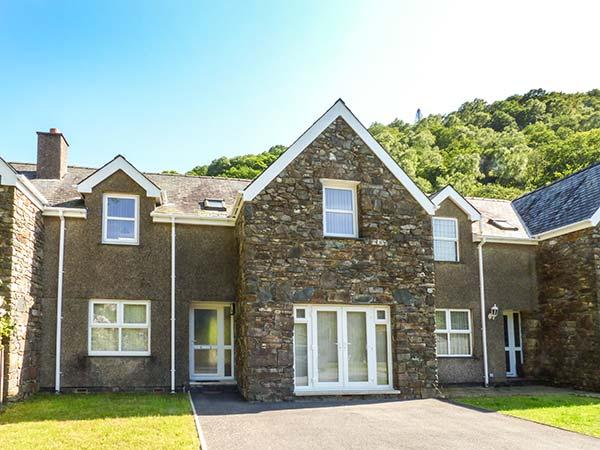 10 COED CAMLYN, mid-terrace, enclosed garden,quiet location, in Maentwrog, Ref 923580 - Image 1 - Maentwrog - rentals