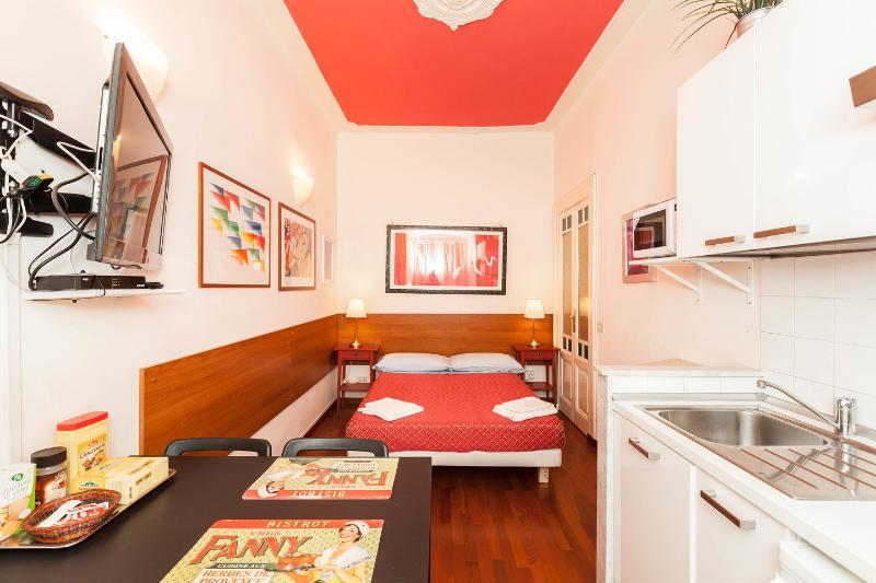 Living Space with Bed - Red Pompei Home Holiday - Rome - rentals