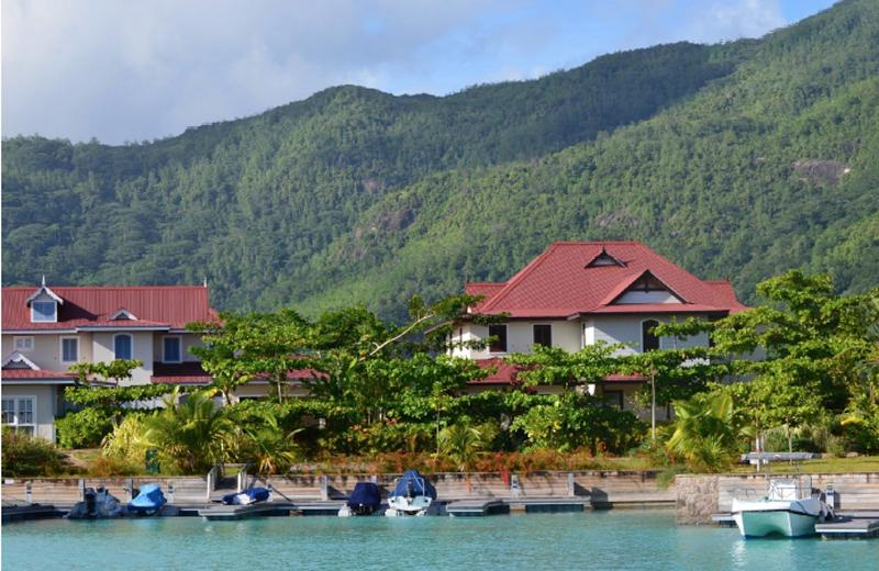 Local inspired architecture - Luxurious 3 bed/bath apartment - Eden Island - rentals