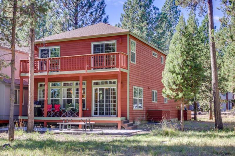 Dog-friendly cabin with a shared pool & tennis, close the river & bike path! - Image 1 - Sunriver - rentals