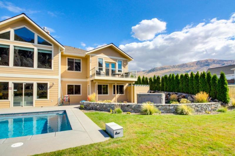 Grand lakefront estate w/private pool, hot tub, entertainment, boat slip & more! - Image 1 - Chelan Falls - rentals