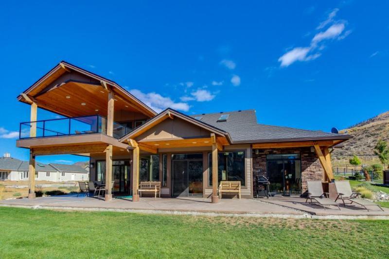 Columbia riverfront mansion near beautiful Lake Chelan! - Image 1 - Chelan Falls - rentals