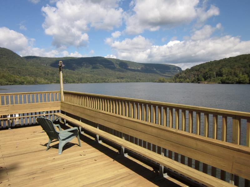 River Overlook -Dock -18 miles to Chattanooga - Image 1 - Whitwell - rentals